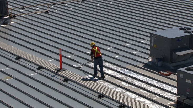 Mid Construction of the Saddledome roof