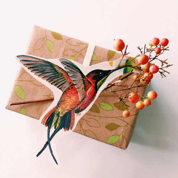 Needless to say, we find this little birdie gift wrapping scheme to be all that. And, more!
