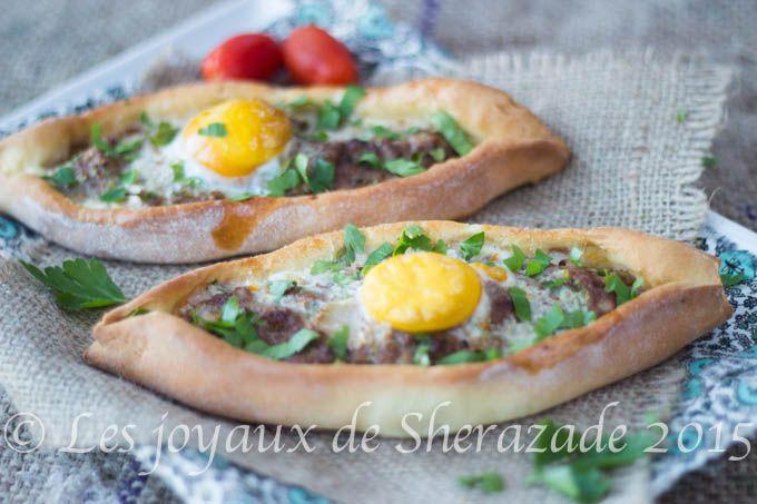 pizza turque, pide à la viande hachée