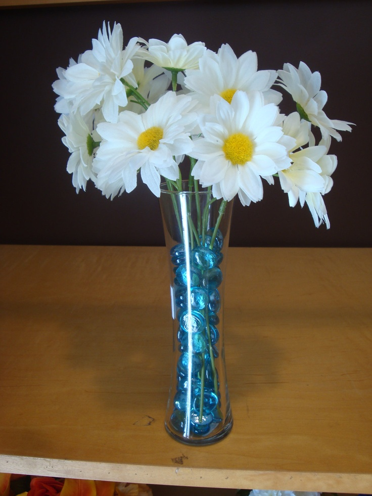 Beautiful white daisy flower small complete vase wedding