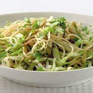 Vegan: de eiermie vervangen voor de vegan versie! Groene kruidenmie met spitskool recept - Pasta - Eten Gerechten - Recepten Vandaag