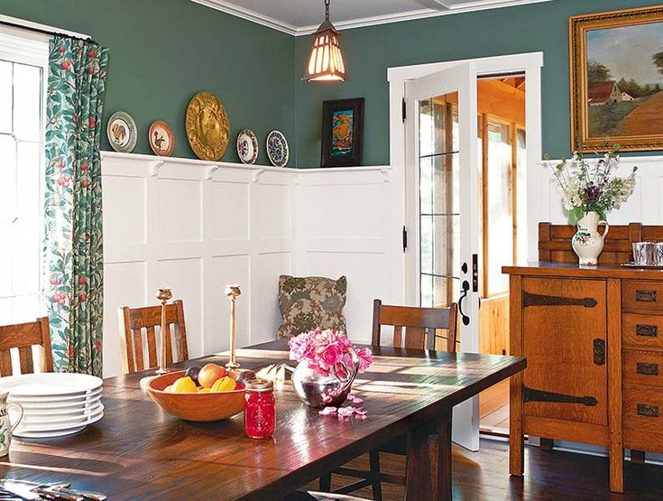 Classic Arts Crafts Wainscoting In A Dining Room Photo Carolyn Bates