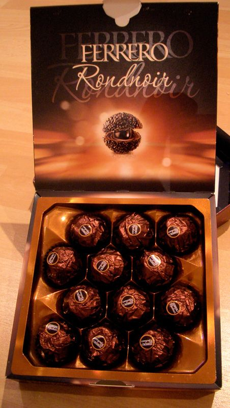 Ferrero Rocher Dark Chocolate | ... with a matching paper 'cup' reinforces the dark chocolate theme