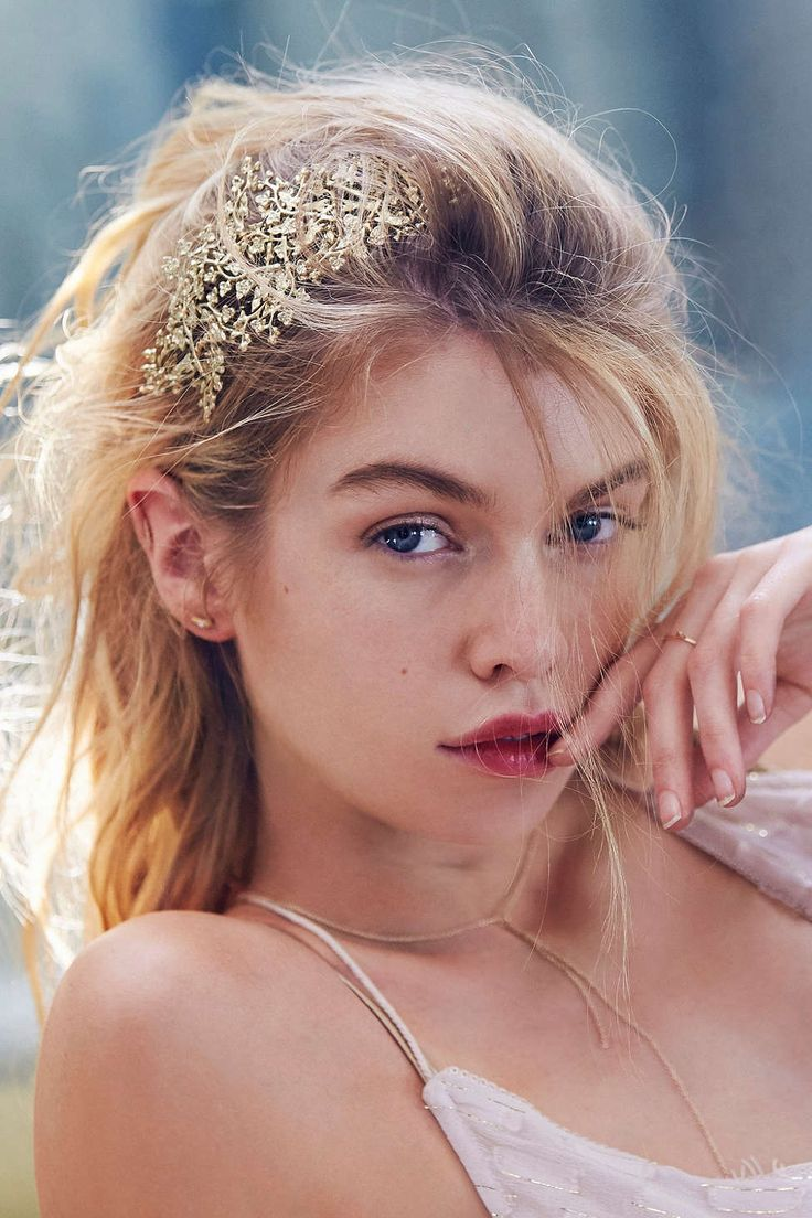 Love this #fashionphotography and Gold Leaf Headband from #UrbanOutfitters. @saraswatyphoto I bet you could do this kind of photography even better.