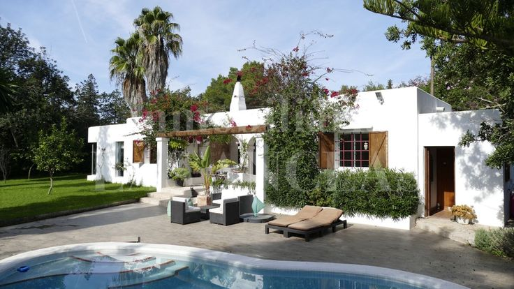 Ibiza - Santa Eulalia: Ref. 120 Charming house at ground-level with a pretty garden and close to the beach