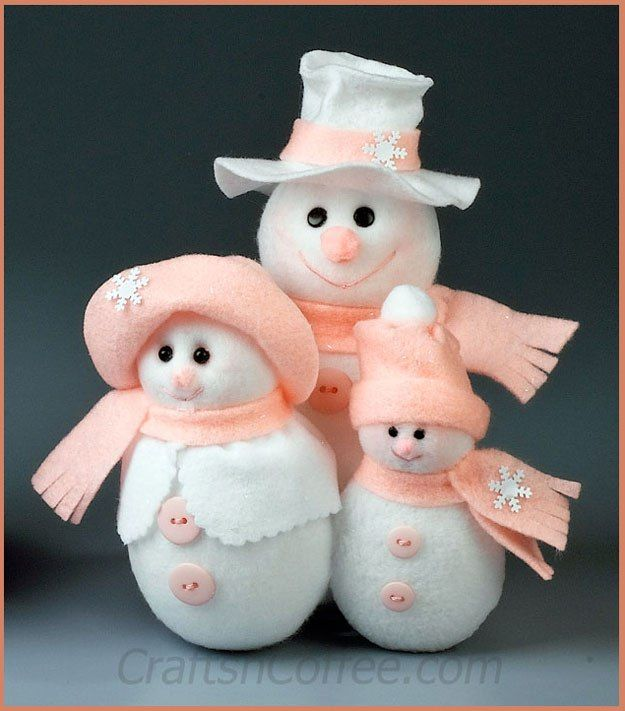 Cute, and no-sew! Make this Snowman Family with felt, fleece and foam. CraftsnCoffee.com.
