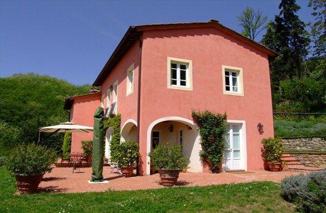 Villa Madonnina Lucca Tuscany Italy farmhouse countryside