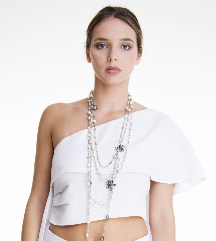 VEREL SS/18 Top de creppe de un hombro. Collar varias vueltas de acero, perlas de río y cristales. https://www.instagram.com/verelboutique