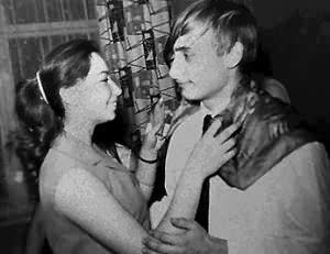 putin girlfriend | Vladimir Putin dances with a girl named Elena at a secondary school ...