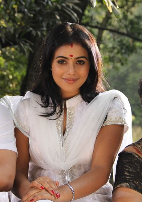 Shamna Kasim Poorna Photo Gallery | Malayalam Actress Photos Videos News http://mallufresh.blogspot.com/2013/07/shamna-kasim-poorna-photo-gallery.html#.Ud_26Kw8nTI