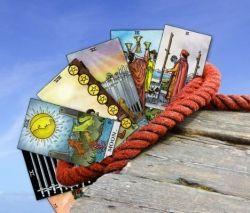 """Structuur voor het leren lezen van tarotkaarten. Lees er alles over in het artikel """"in zes stappen tarot leren lezen"""" op Squidoo.com"""
