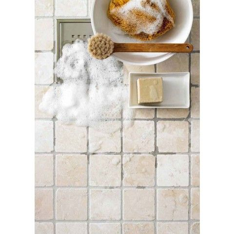 Natursten MARMOR är en riktigt snygg, tumlad marmor, även kallad sjösten. Den ger en varm och naturlig känsla med ett exklusivt uttryck. Natursten Marmor Botticino 100x100 mm - Kakel & Klinker - Golvpoolen #golvpoolen #kakel #natursten #Arredo #badrum #marmor #bathroom #floor