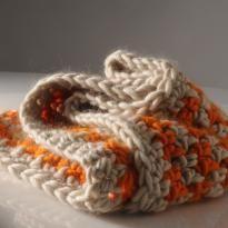Chunky houndstooth crochet cowl