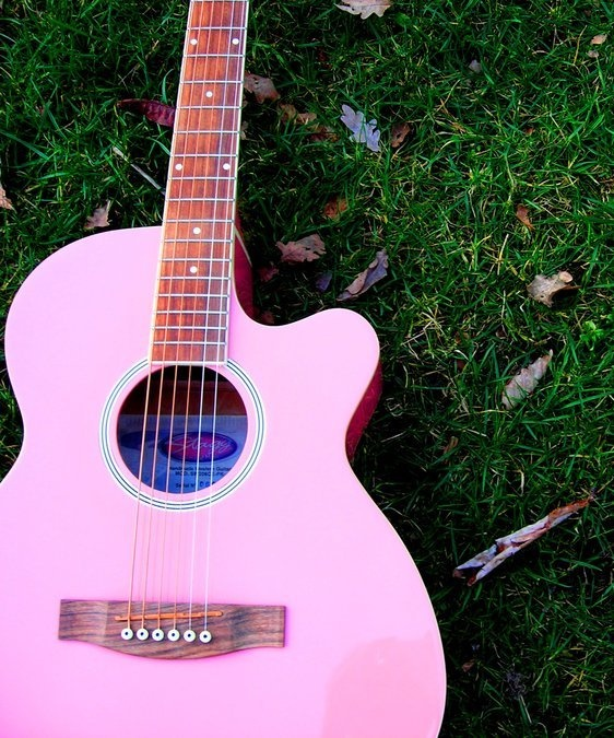 best 25 pink guitar ideas on pinterest aesthetic pastel guitar and pink things. Black Bedroom Furniture Sets. Home Design Ideas