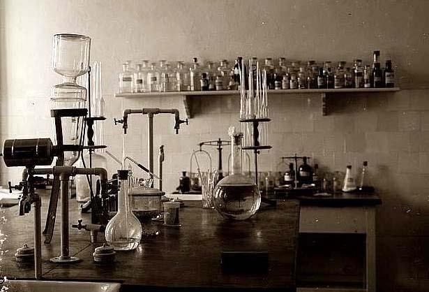 Vintage Science Equipment 87