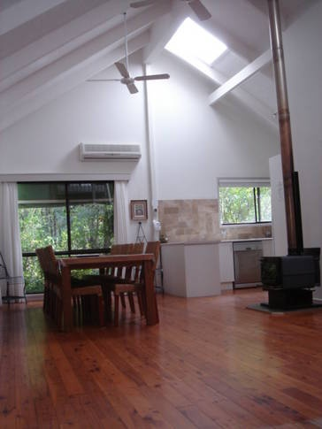 Medusa - Mollymook - $1400/Fri & Sat sleeps 14, including two cottages with separate entrances to the main house