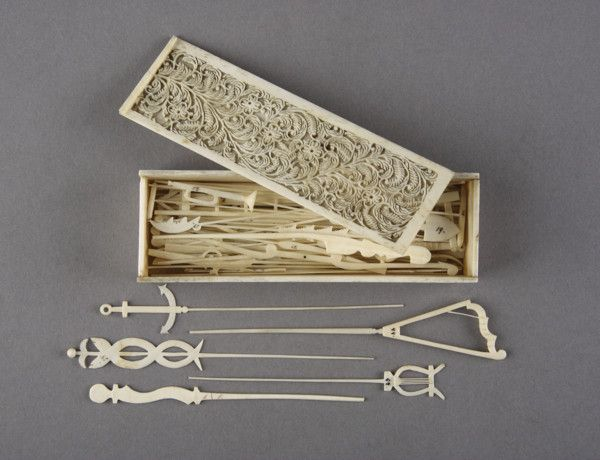 Napoleonic Prisoner of War Work Finely Fretcut Bone Set of Spellicans or Jack Straws (1800 to 1900 French or English)