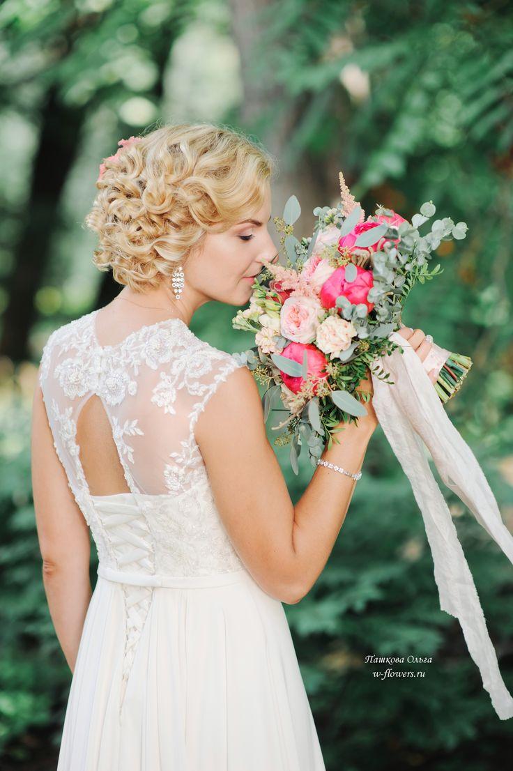 Букет невесты с коралловыми пионами