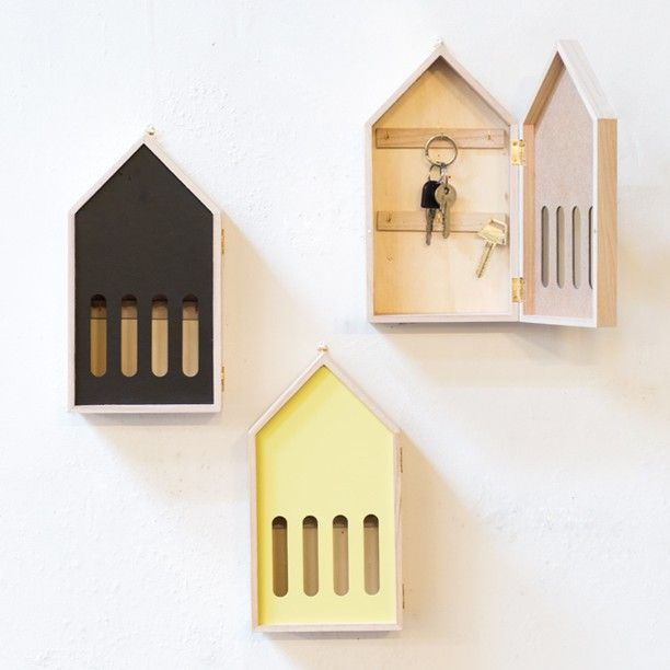Keep track of your keys. Key house, four colours. Price DKK 44,00 / SEK 64,00 / NOK 64,00 / EUR 6,18 / ISK 1244 #keys #storage #keyhouse #wallmounted #interior #design #inspiration #sostrenegrene #søstrenegrene #grenehome