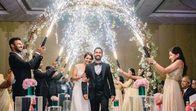 Dinesh Karthik-Dipika Pallikal danced to Ranbir Kapoor-Deepika Padukone romantic songs in wedding reception #DineshKarthik  #DineshKarthikengaged