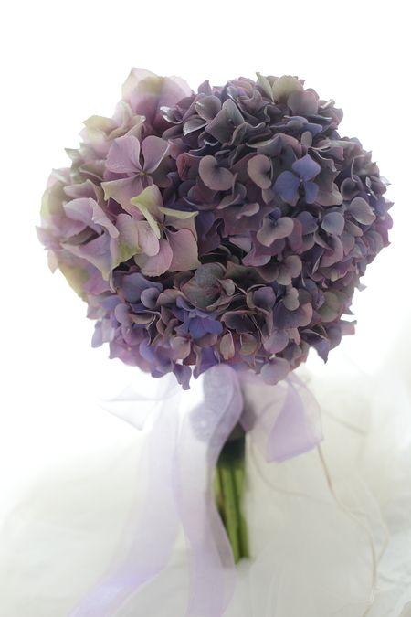 クラッチブーケ アメジスト 淡い紫のアジサイだけのブーケ ホテルニューオータニ様へ : 一会 ウエディングの花