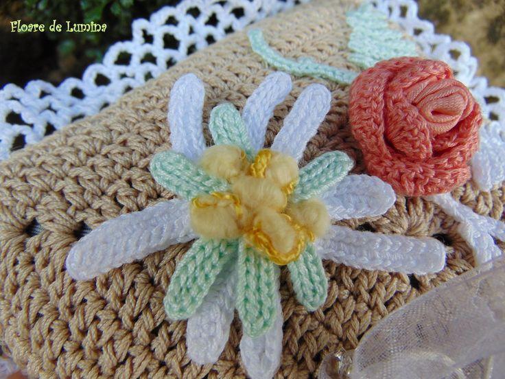 Perniță croșetată pentru verighete - Floare de Lumina