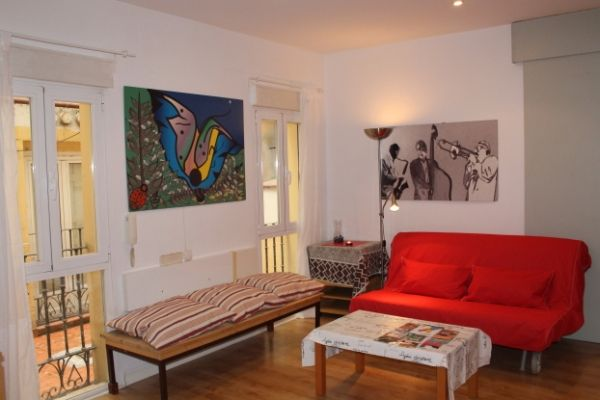 Madrid, Spain Vacation Rental, 2 bed, 1 bath, kitchen with WIFI in Huertas. Thousands of photos and unbiased customer reviews, Enjoy a great Madrid apartment rental perfect for your next holiday. Book online!