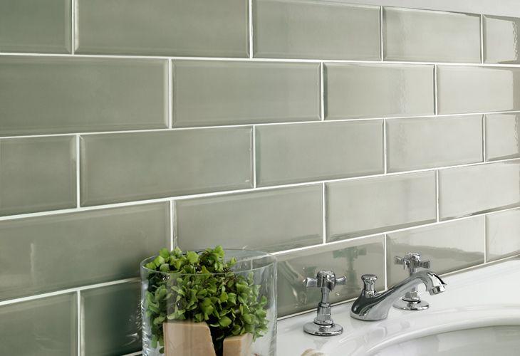 Oltre 25 fantastiche idee su piastrelle bagno stile - Bagno verde salvia ...