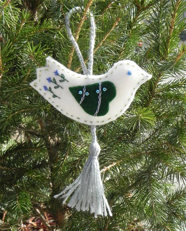 Conunfilo: With a thread: It begins (felt bird ornament)