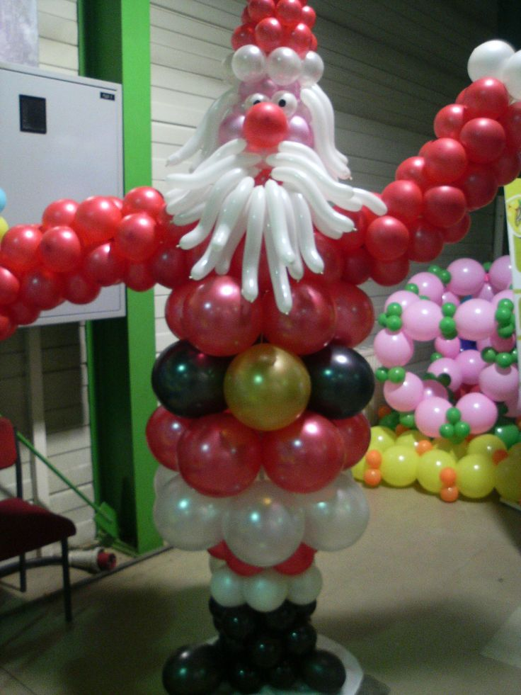 Balloon santa con globos y decorando