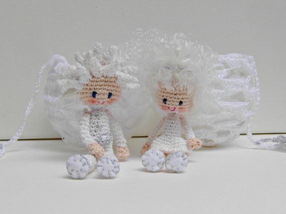 Snowflake Boy Lasse and Snowflake Girl Smilla were made using cotton yarn and crochet hook 1,25mm. For making them you will need as well polyester