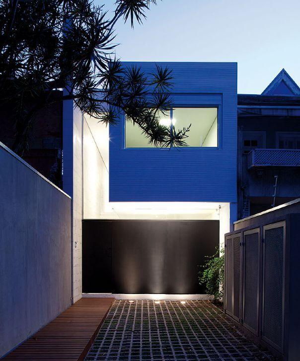 Apesar do terreno estreito e longo, casa criada por CR2 Arquitetura e FGMF, em São Paulo, dispõe de espaços integrados e naturalmente iluminados   aU - Arquitetura e Urbanismo