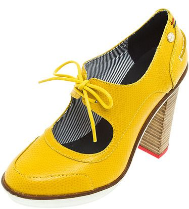 Ах, эти желтые.... Туфли от TOMMY HILFIGER. В них тоже можно проезжать мимо в Чайке. ;)