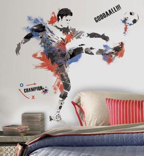 Voetbal muurstickers Verander je saaie kast of muur in enkele seconden met deze mooie voetbal muursticker! In totaal is deze afbeelding maar liefst 96,5 cm hoog en 91 cm breed.  Combineert uitstekend met de bijpassende kleinere voetbal muurstickers. Prijs 36,95