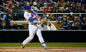 David Wright hits a two-run-homer. 2015 World Series, Game 3 - Photograph: Al Bello/Getty Images