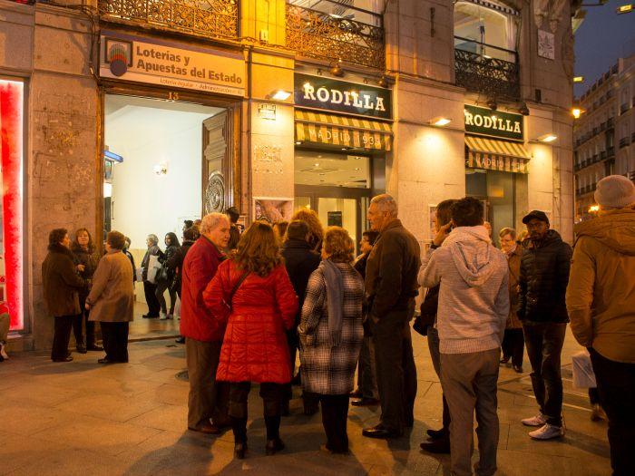 La lotería de Navidad. Comprar lotería en Navidad es una costumbre y tradición más, sobre todo en España