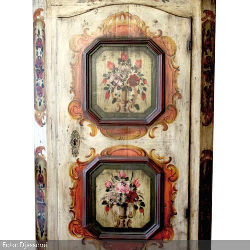 Wundervoller Tölzer Schrank in TOP-Zustandhandbemalt ca. 1820 mit original Schloß, Schlüssel und Beschlag Maße: 182cm x 102cm x 45cm (HxBxT)