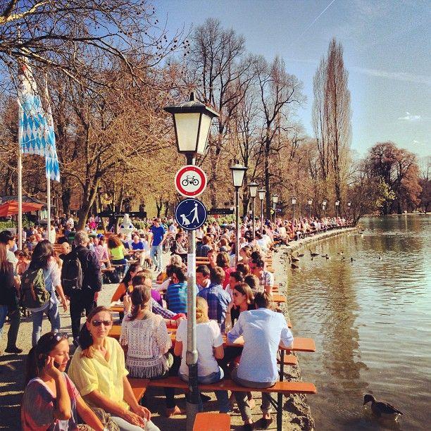 Simple Restaurant und Biergarten befindet sich im gepflegten Ambiente Umgebung des Englischen Garten Berlins Erfahre mehr zu dieser Location