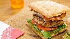 Lust Laura het of niet? Italiaanse hamburger met kippengehakt en krokante pancetta   VTM Koken