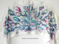Nuno vilten zijden sjaal, omslagdoek VIOLET tuin handgemaakte, zijde wol sjaal, floral sjaal, nuno vilt zijden sjaal, kunst te dragen door