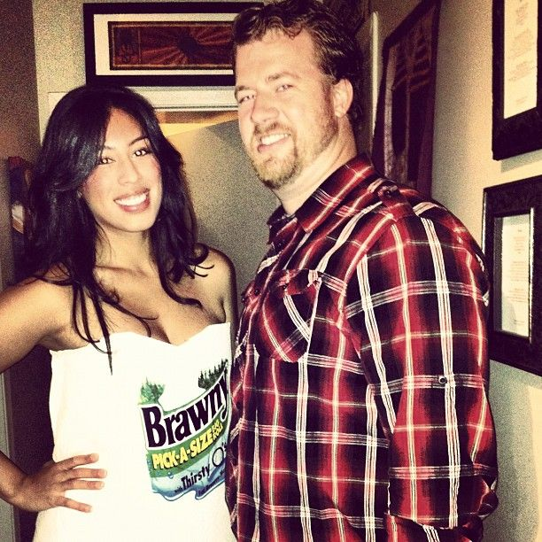 Pin for Later: 36 Couples Costume Ideas That Are Ridiculously Cheap Brawny Man and Roll of Paper Towels