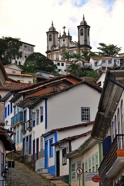 Ouro Preto, MG, Brasil -  É famoso por sua arquitetura colonial e igrejas barrocas. Antes da chegada dos colonizadores de origem europeia no século XVI, toda a região atualmente ocupada pelo estado de Minas Gerais era habitada por povos indígenas.
