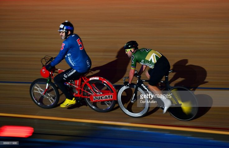 #SixDayLondon Mark Cavendish of Great Britain competes in the 40 Lap Derny on day three of the London Six Day Race at the Lee Valley Velopark Velodrome on October 26, 2017 in London, England.