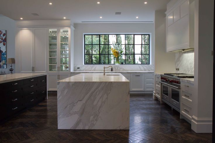 Large modern-traditional kitchen perfectly placed in Toorak. With marble benchtops and splashbacks, what's not to love?!  www.thekitchendesigncentre.com.au @thekitchen_designcentre