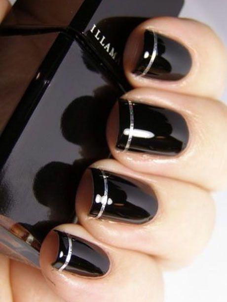 Le vernis noir laqué - Manucure