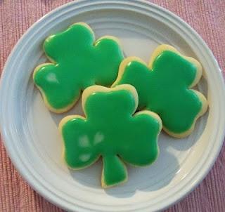 Sugar Cookies & Easy Icing