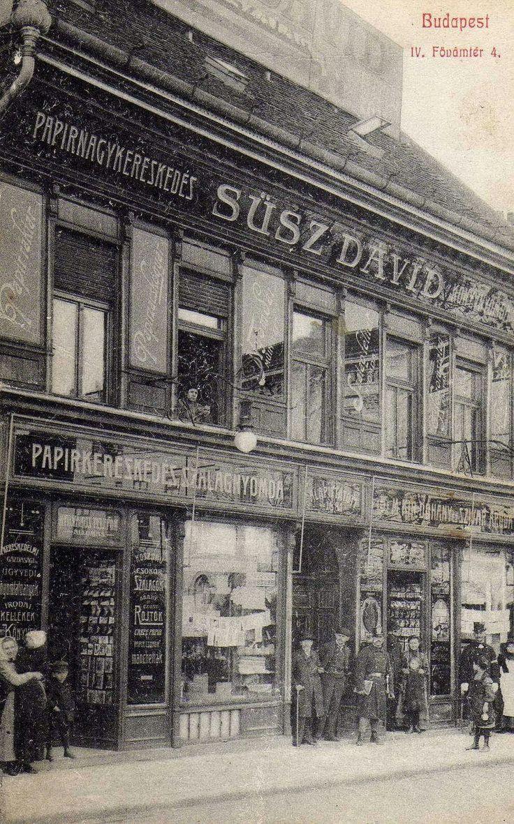 Süsz Dávid papír nagykereskedése.Fővám tér 4. (IV.kerület !!) Mivel a krajcár 1892-ben befejezte pályafutását, és telefon pedig már működött, én 1882-1892. közötti időpontra teszem a kép készültét Az új épületet 1912 körül húzták fel.