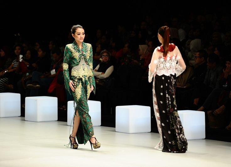 http://www.zimbio.com/pictures/XekggnDd7rY/Indonesia Fashion Week 2014/OxBo-UD_cyC