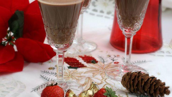 Si te gusta el coquito de chocolate, atrévete a improvisar y a darle un nuevo toque de sabor con fresas u otras frutas de los smoothies de Yoplait. Yo los probé y el resultado fue un éxito.  Te aseguro que te gustaran.