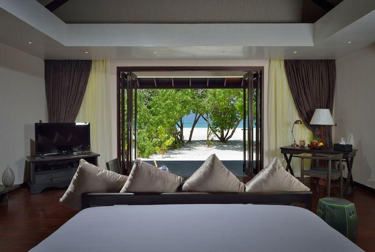 Du suchst das Paradies auf Erden? Wir haben es auf den Malediven entdeckt. Das All-Inclusive-Resort Atmosphere Kanifushi bietet im pazifischen Ozean ein himmlisches Paralleluniversum, in dem Erholungssuchende, Wellness- und Gourmetfans ebenso voll auf ihre Kosten kommen wie Taucher und Wassersportler.